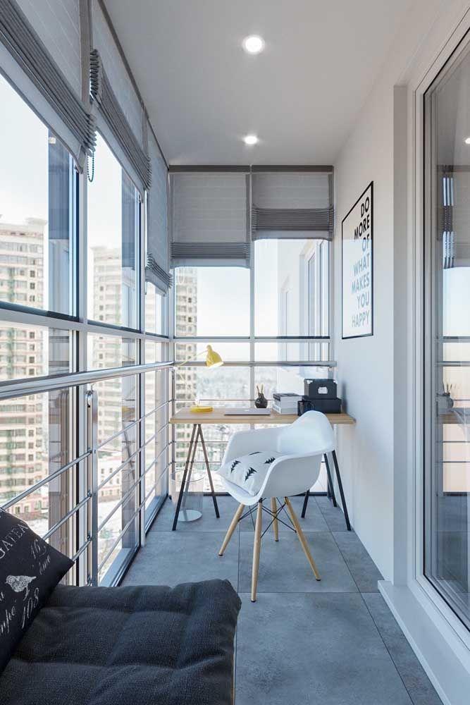 Varanda de vidro com escritório
