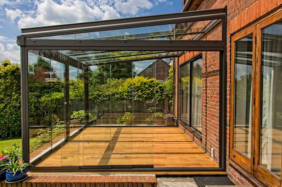 Varanda de vidro na casa de campo