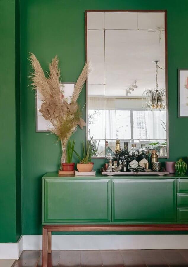 bandeja de bebidas para decoração de armário buffet verde Foto Histórias de Casa