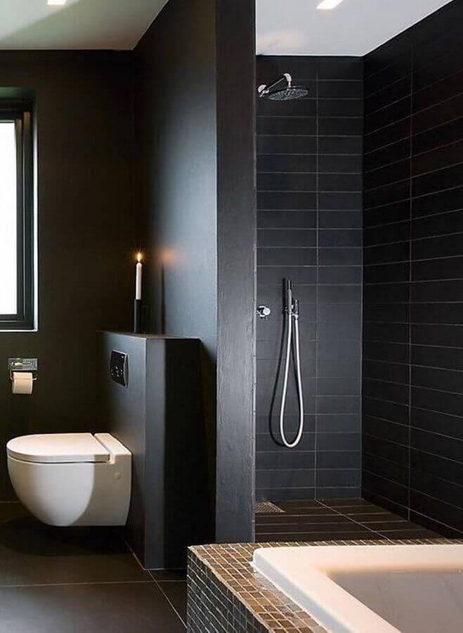 banheiro moderno decorado com revestimento preto fosco Foto Pinterest