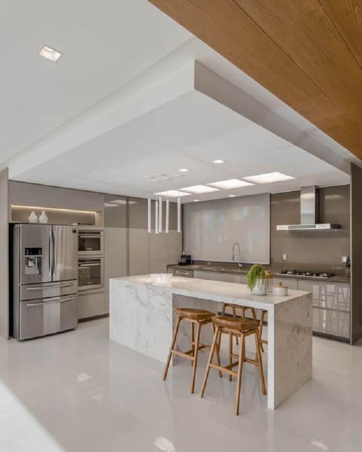 banquetas de madeira para ilha de mármore para cozinha moderna  Foto Decor Salteado