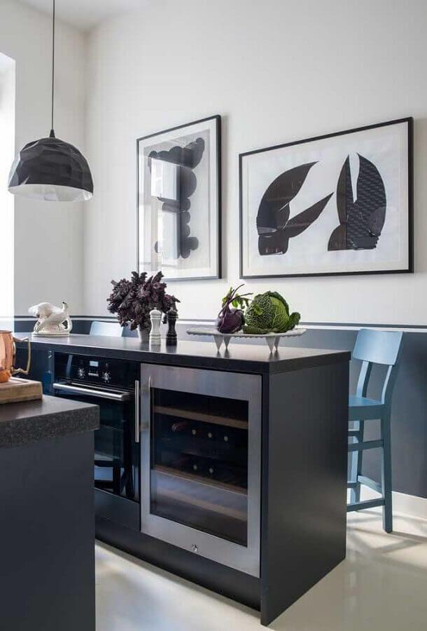 cozinha moderna decorada com meia parede cinza Foto Futurist Architecture