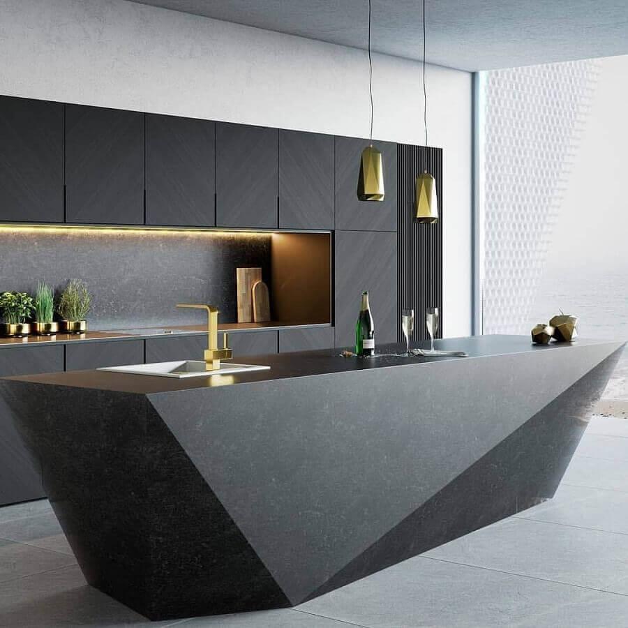 cozinha preta moderna decorada com luminária decorativa de teto dourada Foto Futurist Architecture