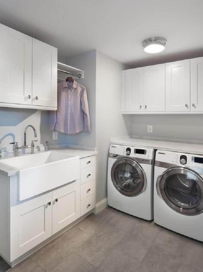 decoração clean com móveis planejados para lavanderia branca Foto Pinterest