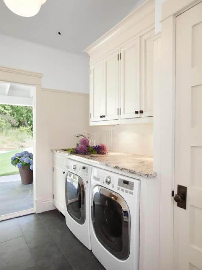decoração clean na cor branca com móveis planejados para lavanderia Foto Pinterest