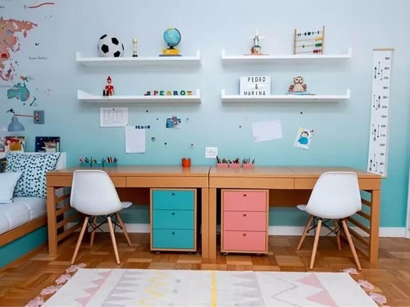 decoração colorida com escrivaninha de estudo para quarto infantil Foto Revista Crescer