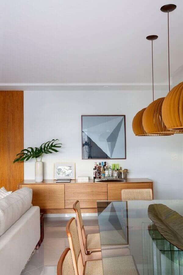 decoração com armário buffet para sala de jantar integrada à sala de estar  Foto Casa de Valentina