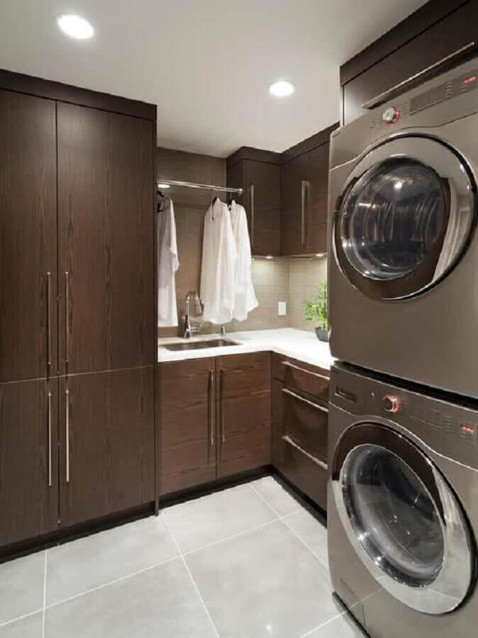 decoração com armários de madeira para lavanderia grande planejada Foto Ideias para Decorar