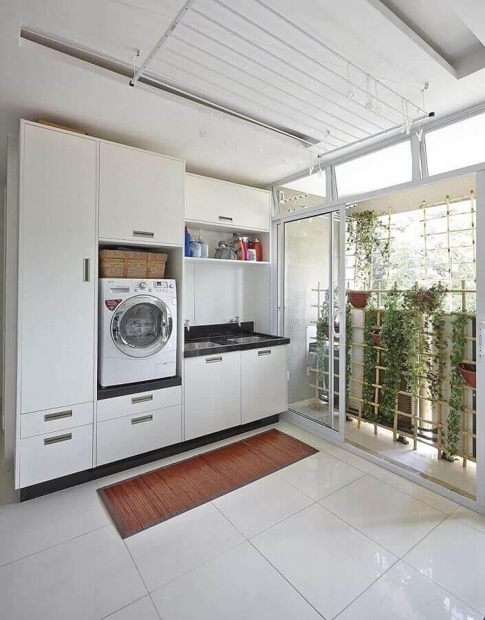 decoração com armários para lavanderia branca grande Foto Ana Luisa Previde