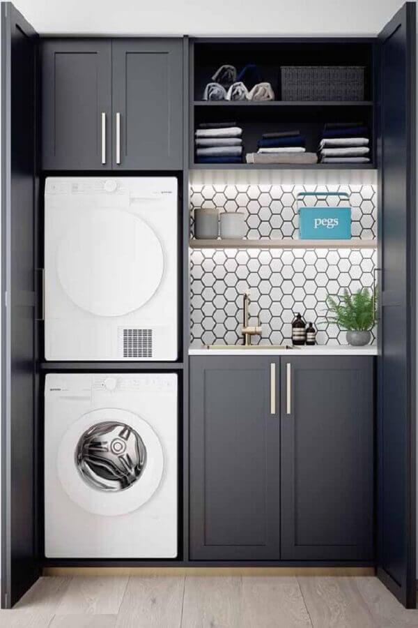 decoração com móveis para lavanderia planejado na cor cinza Foto Jeito de Casa