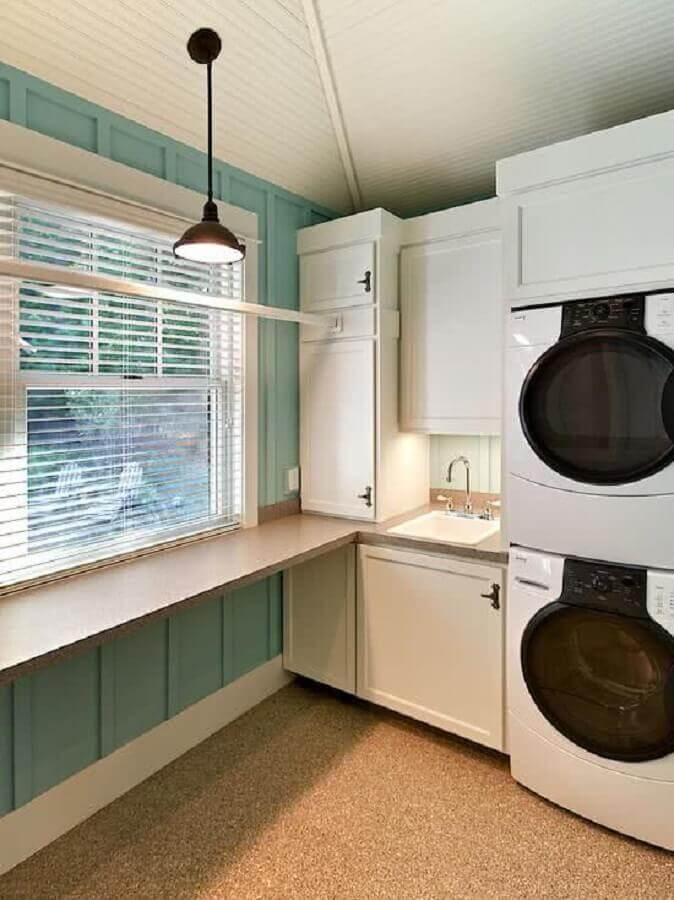 decoração com móveis planejados para lavanderia branca e azul Foto Houzz