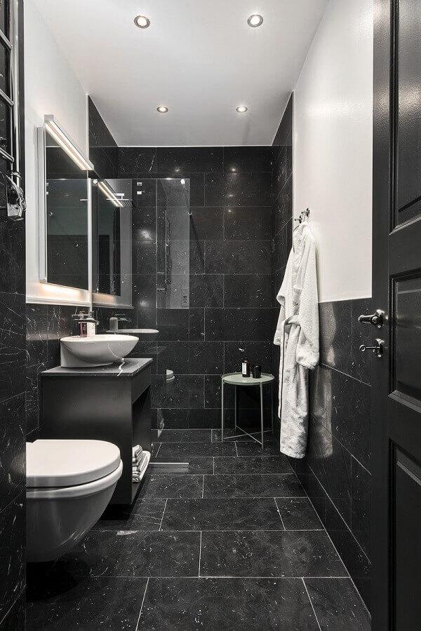 decoração de banheiro com revestimento de parede preto Foto Fliesen Kugler