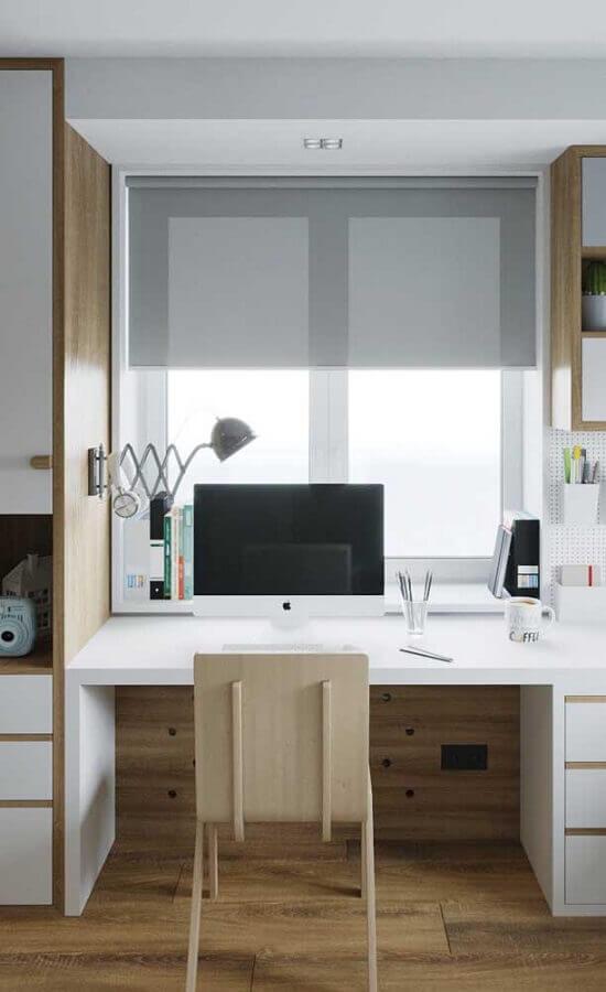 decoração de home office com escrivaninha pequena para estudo planejada com gavetas Foto Pinterest
