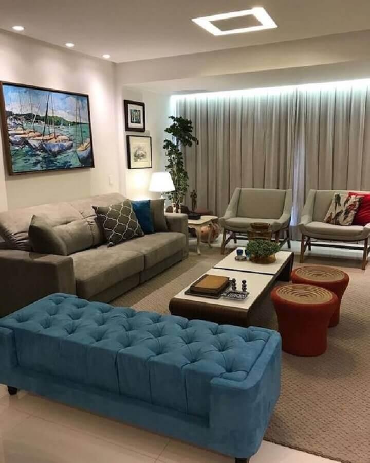 decoração de sala de visita cinza com recamier azul capitonê Foto Pinterest