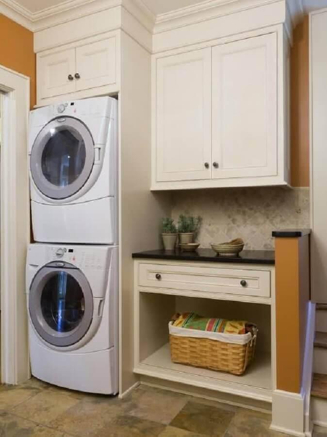 decoração estilo clássico com armários para lavanderia Foto Pinterest