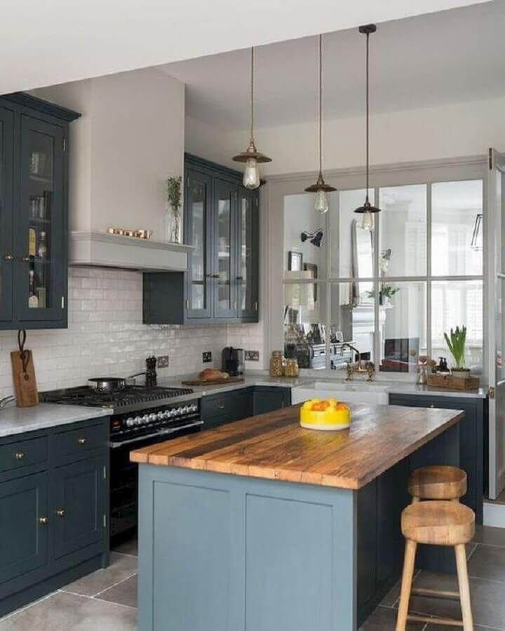 decoração estilo vintage com bancada de madeira para ilha de cozinha pequena Foto Pinterest