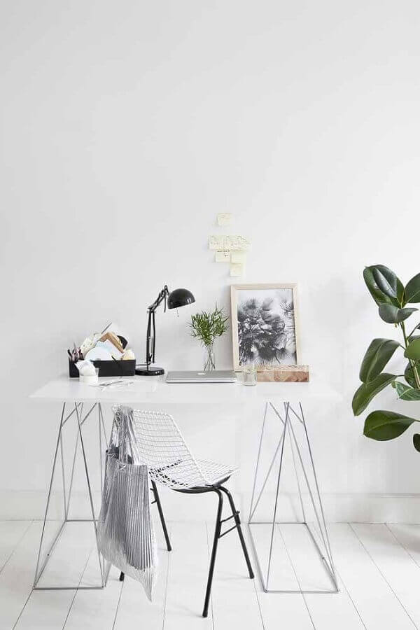 decoração minimalista com escrivaninha pequena para estudo Foto Pinterest