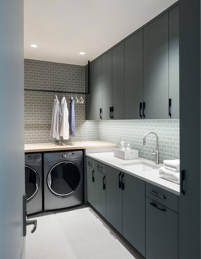 decoração moderna com móveis planejados para lavanderia cinza Foto Histórias de Casa