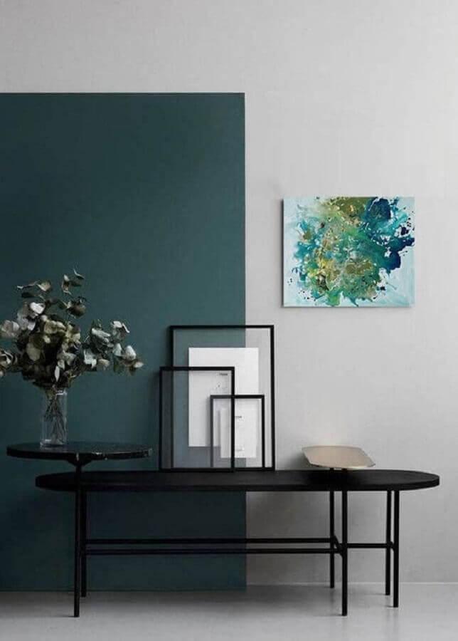 decoração moderna com meia parede vertical verde escura Foto Behance