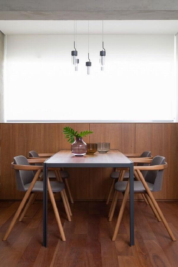 decoração moderna de sala de jantar com meia parede de madeira Foto Casa de Valentina