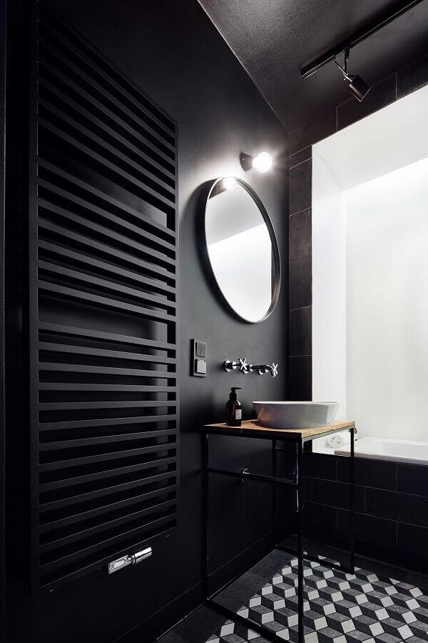 decoração moderna para banheiro com revestimento preto Foto Archilovers
