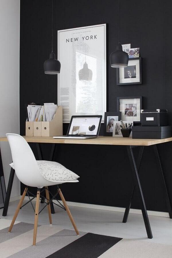 decoração preto e branco com escrivaninha para estudo e cadeira eames Foto Pinterest
