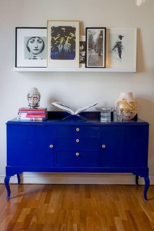 decoração simples com armário buffet azul  Foto Pinterest