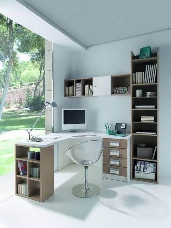 decoração simples com escrivaninha para estudo em L com gavetas e nichos  Foto Pinterest