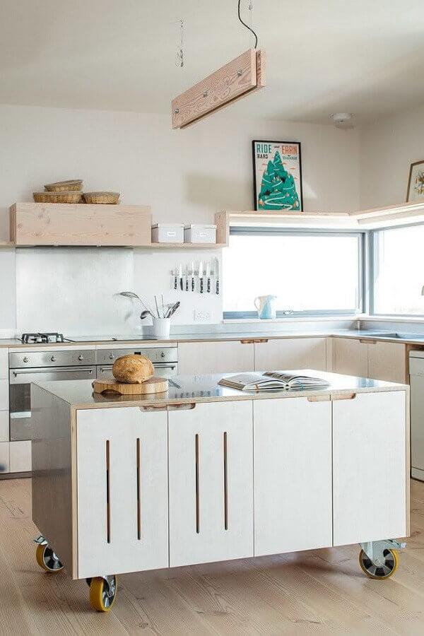 decoração simples com ilha de cozinha com rodinhas Foto Pinterest