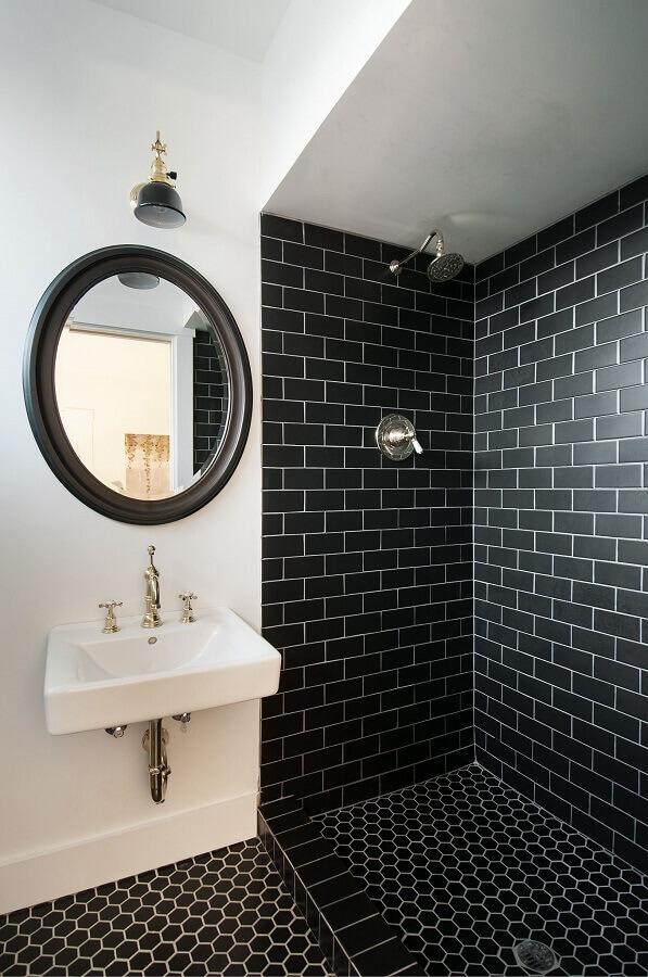decoração simples com revestimento preto para banheiro preto e branco Foto Pinterest