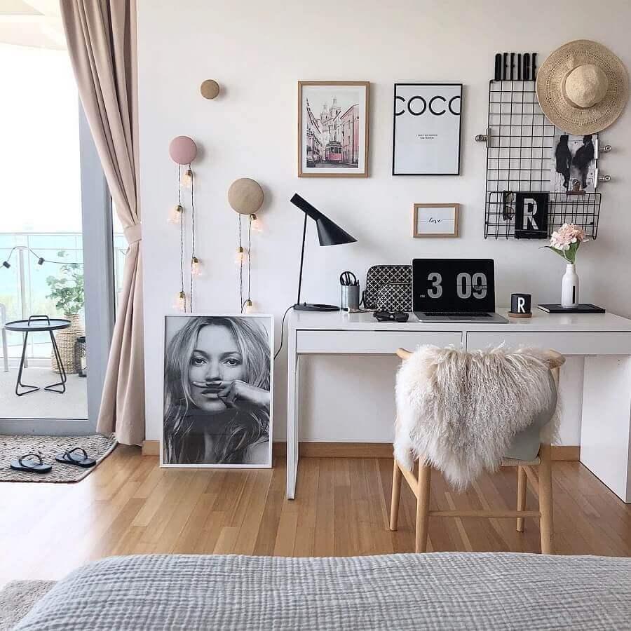 home office feminino decorado com escrivaninha para estudo branca com gavetas Foto Pinterest
