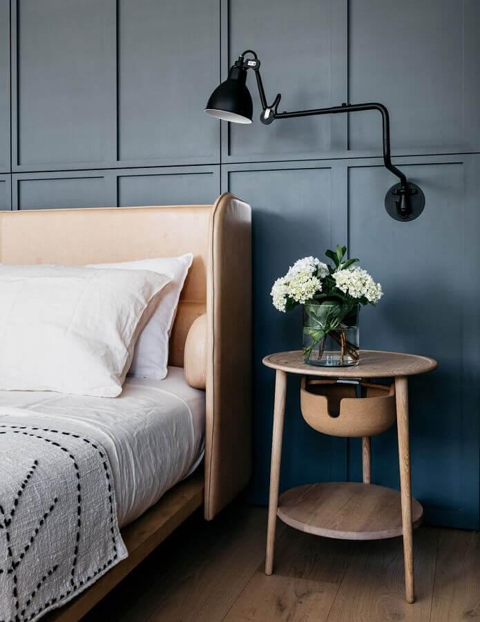luminária decorativa de parede para quarto com boiserie Foto Casa de Valentina