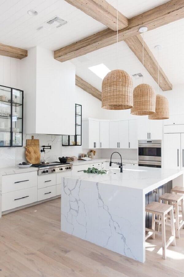 luminária pendente rústica para decoração de ilha de mármore para cozinha branca Foto Casa de Valentina