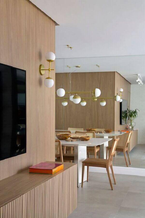 luminárias decorativas modernas para decoração de sala de TV integrada com sala de jantar Foto Casa de Valentina