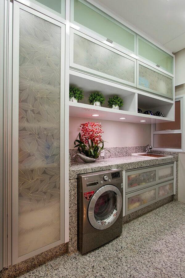 móveis planejados para lavanderia decorada com bancada de granito Foto Aquiles Nícolas Kilaris