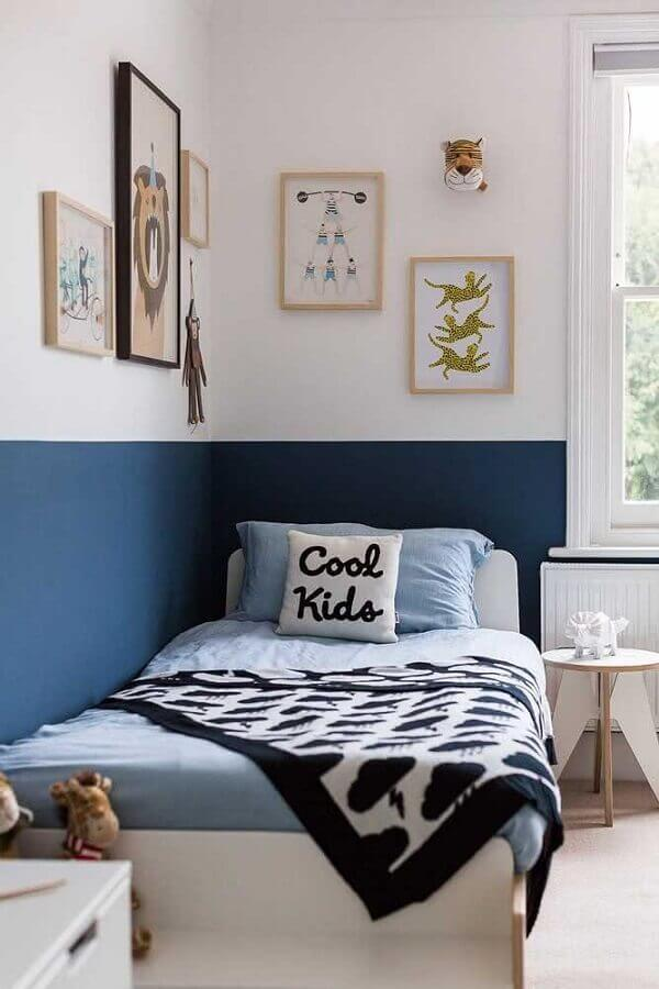 meia parede azul para decoração de quarto de solteiro simples Foto Jeito de Casa