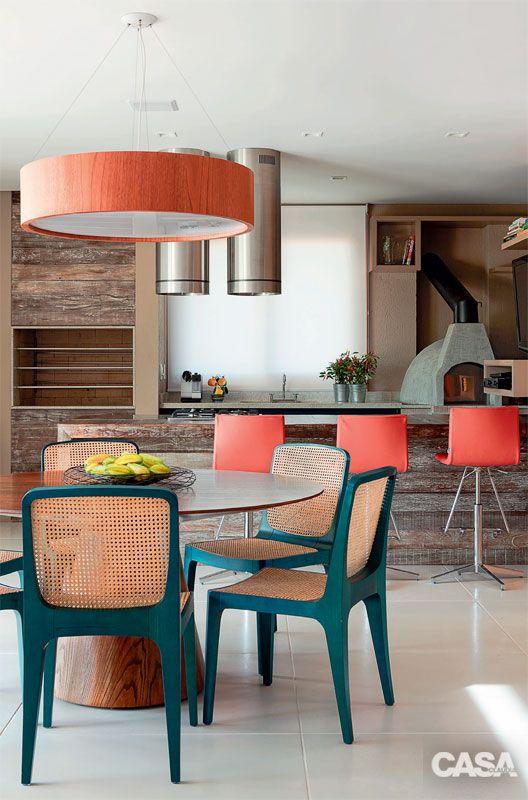 Mesa para sacada gourmet com cadeira verde