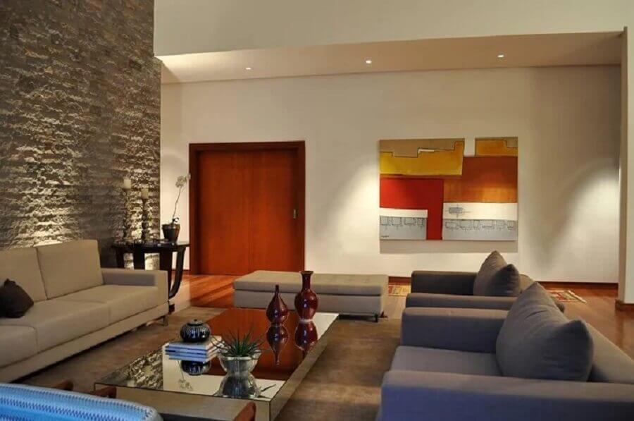 parede rústica para decoração de sala de visita Foto Cassio Moraes Arquitetura