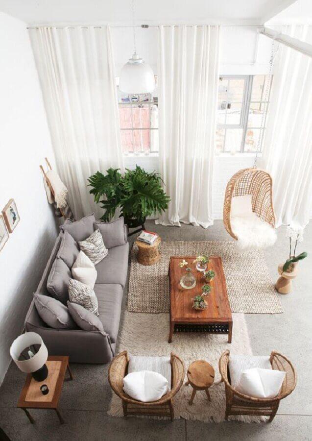 poltronas para decoração de sala de visita com sofá cinza e balanço de vime Foto Casa Prosa Décor