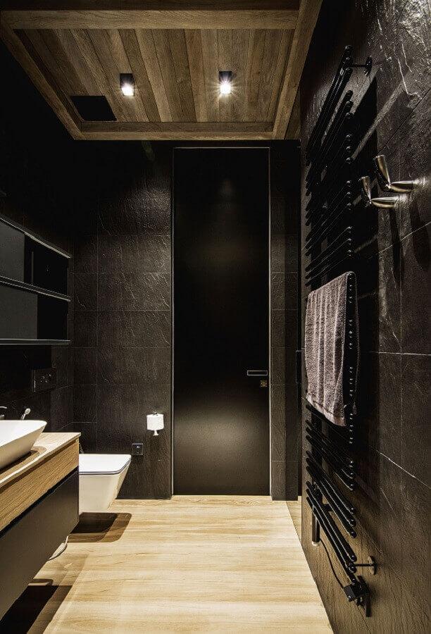 revestimento preto fosco para decoração de banheiro com estilo industrial Foto Behance