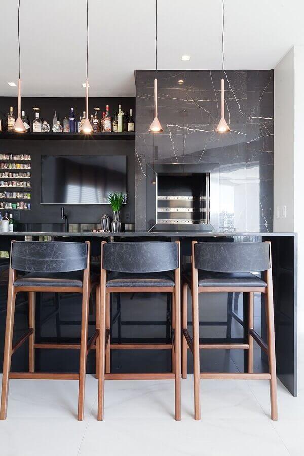 revestimento preto para decoração de varanda gourmet com churrasqueira Foto Stein Arquitetura