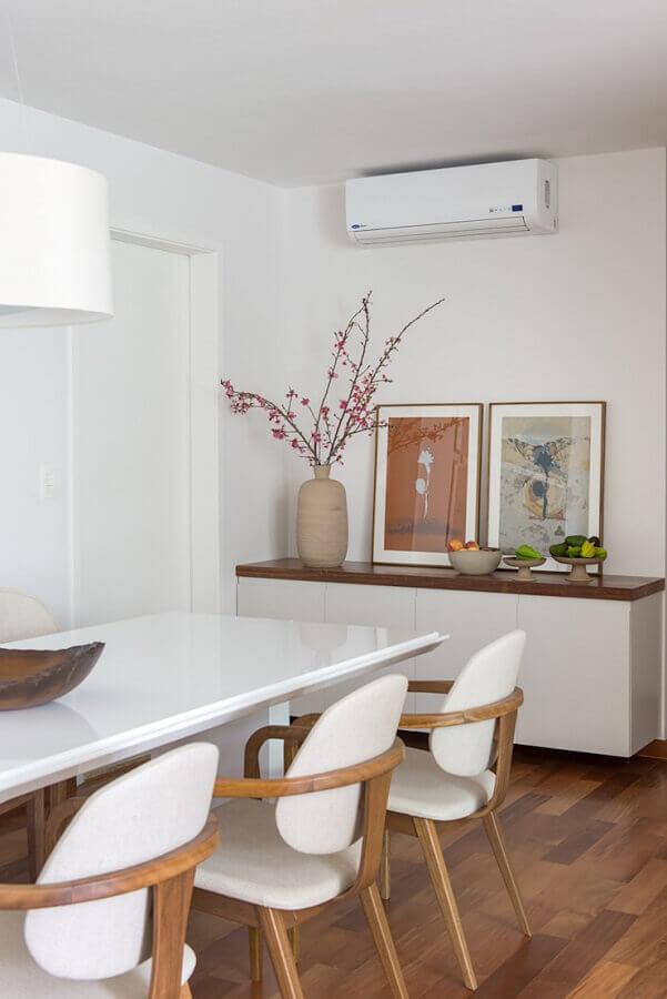sala de jantar branca decorada com armário buffet Foto Homify