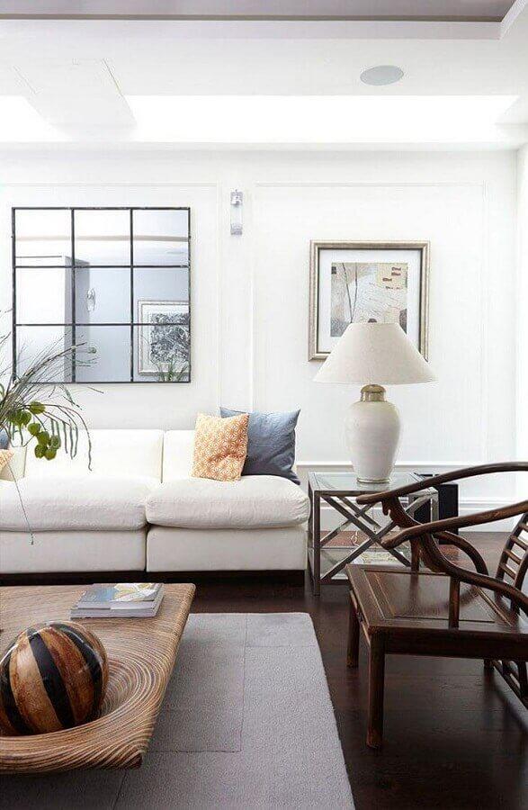 sala de visita decorada em cores claras com poltrona de madeira Foto Blakes London