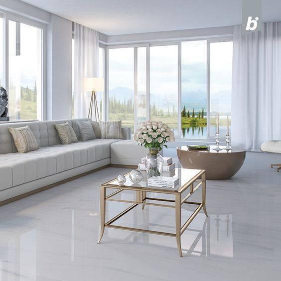 Sala de estar clássica com porcelanato branco