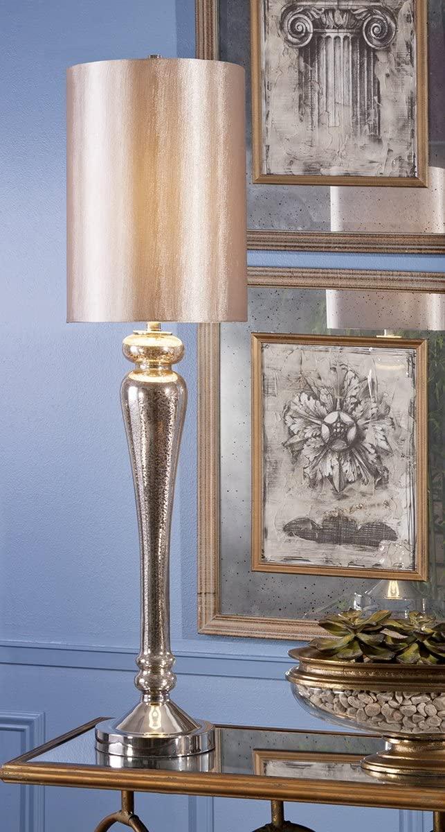 Abajur antigo metalizado na sala de estar clássica