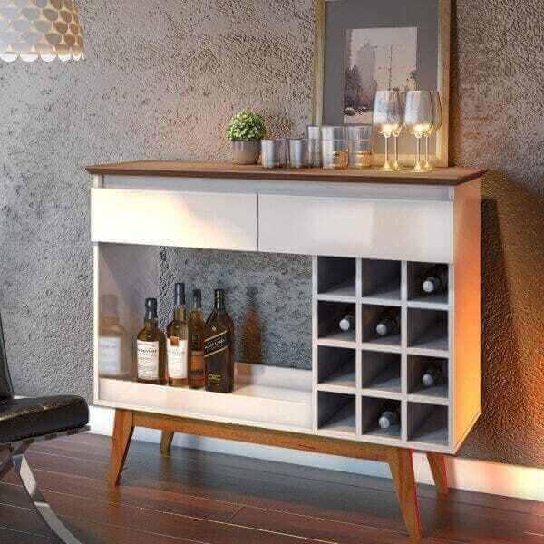 Aparador pé palito bar com nichos para garrafas. Fonte: Madeira Madeira