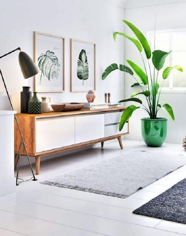 Aparador pé palito decora sala de estar. Fonte: Fashion Bubbles