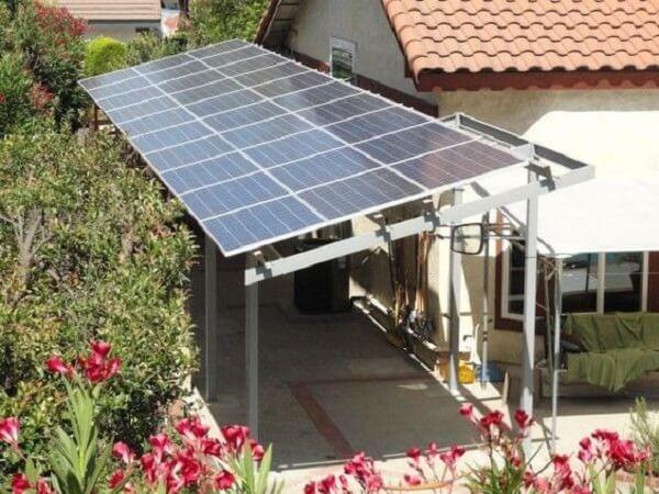 As placas solares podem fazer parte da sua cobertura para garagem. Fonte: Pinterest