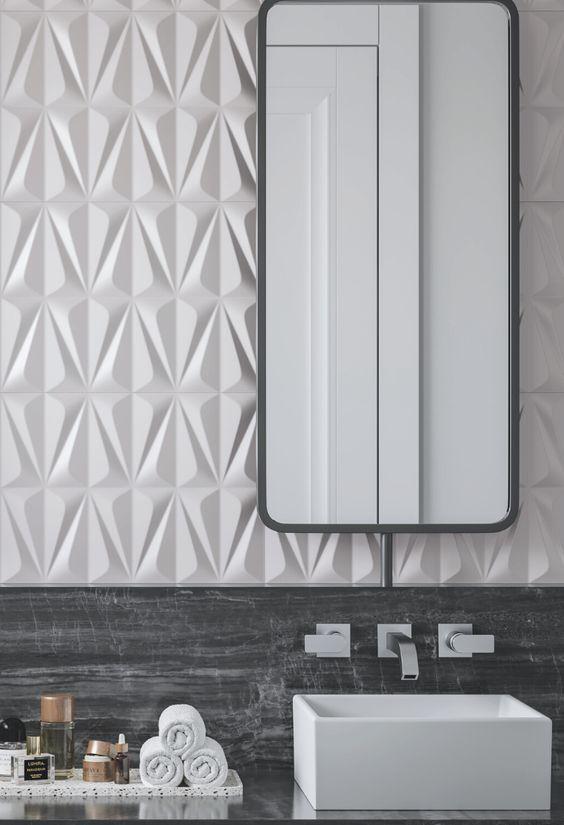 Banheiro com parede de porcelanato 3D