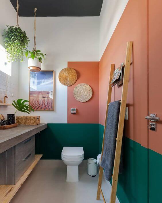 Banheiro cor pessego e verde